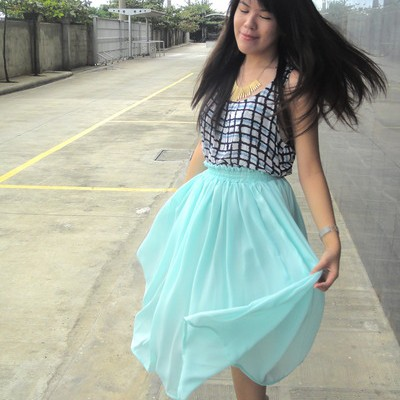 fashion-trend-of-turquoise-skirt