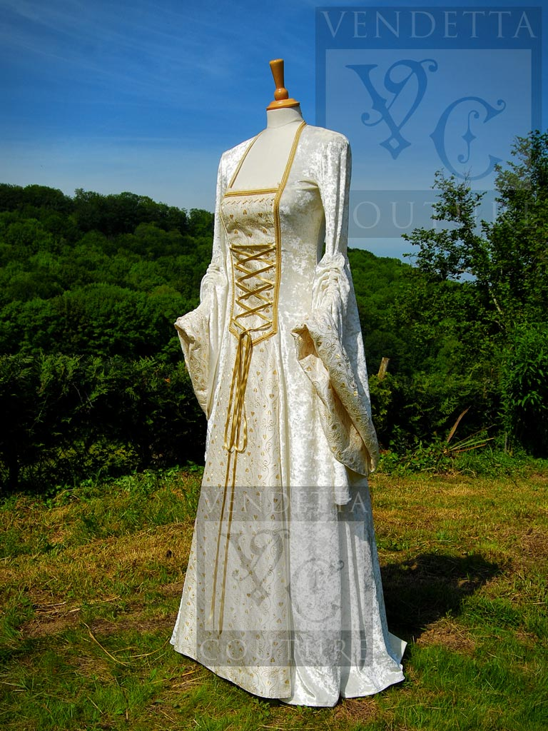 Great idea of choosing a Medieval Gowns - 24 Dressi