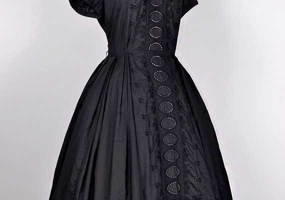 ideal-choice-of-eyelet-dress