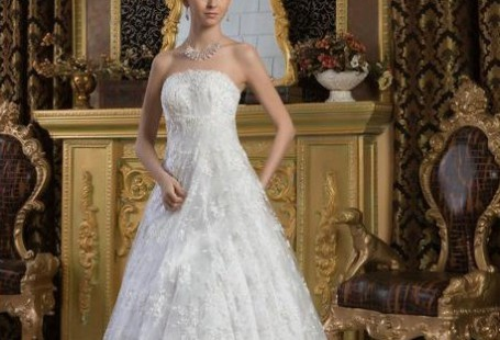 stand-out-with-a-strapless-wedding-dresses