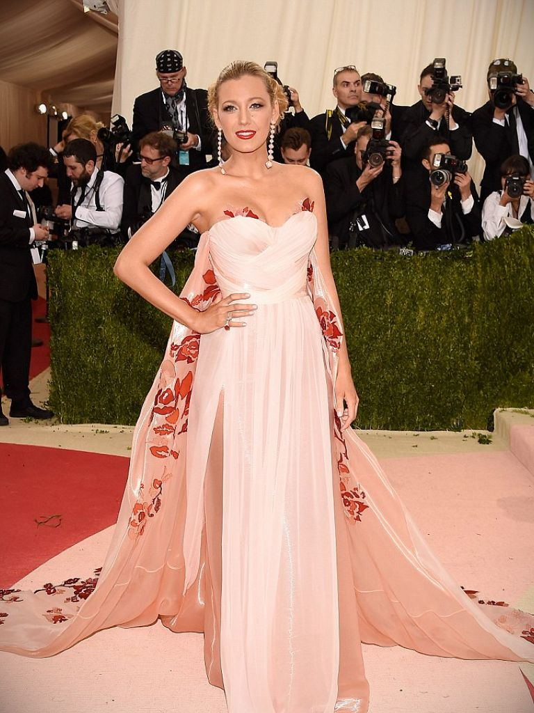 Blake Lively Silver Dress: 20 Great Ideas