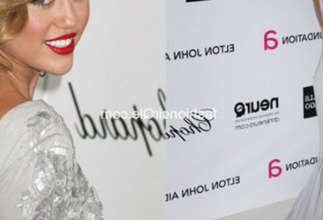 miley-cyrus-grey-dress-popular-choice-2017_1_1.jpg