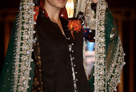 models-dresses-pakistani-and-popular-styles-2017-2.jpg