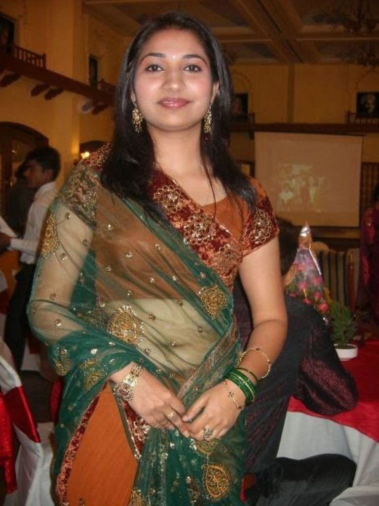 Aunty In Hot Dress & How To Pick