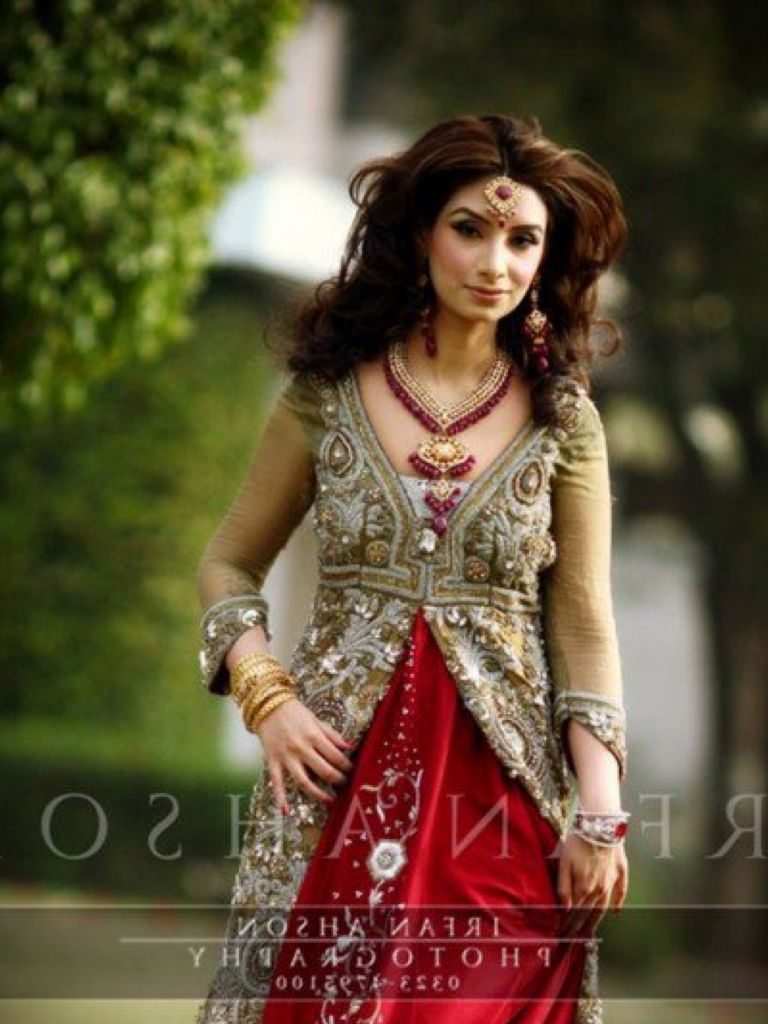 Bridal Dress In Red Colour & Make You Look Like A Princess
