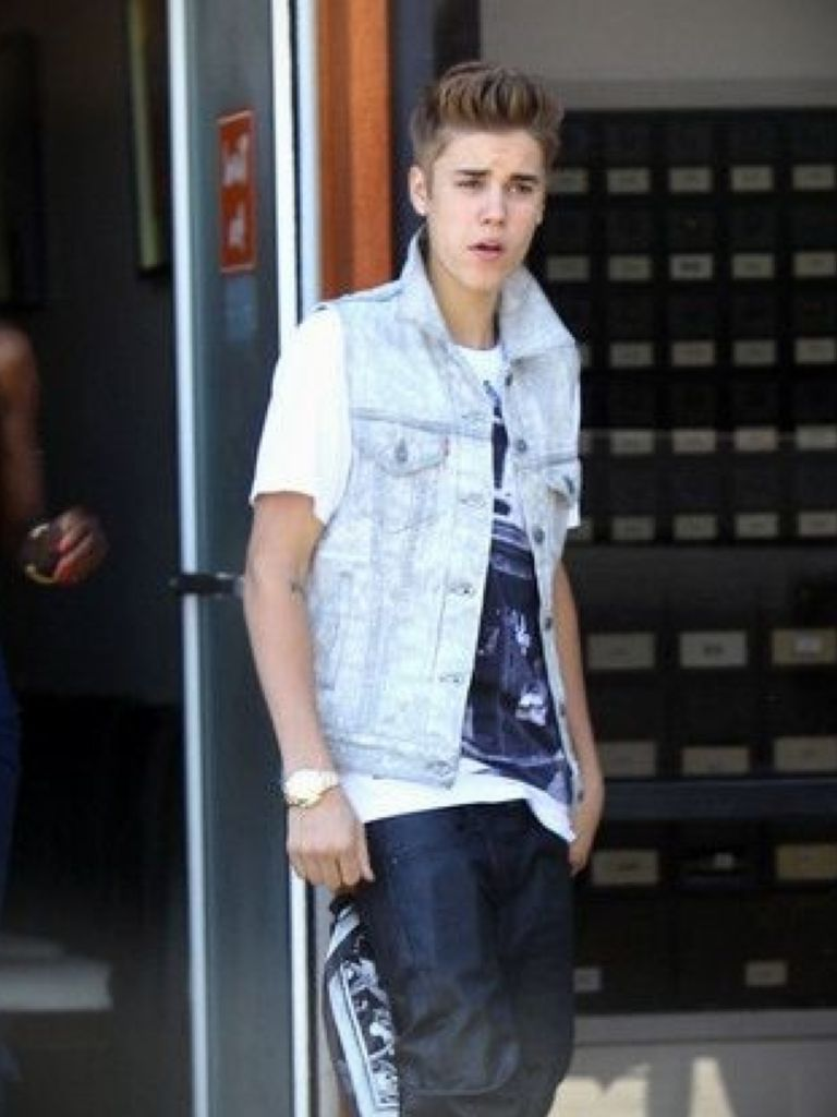 Justin Bieber Without Dress - Where To Find In 2017