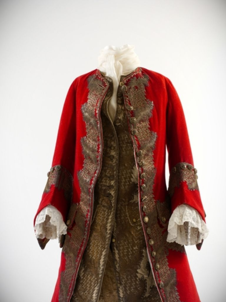 Old Fashioned English Dress And New Fashion Collection